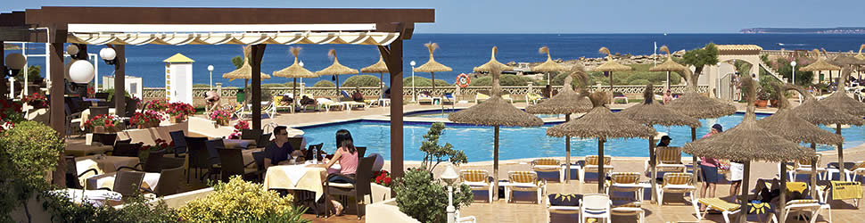 Hotel Don Leon - Terrasse und Pool am Meer